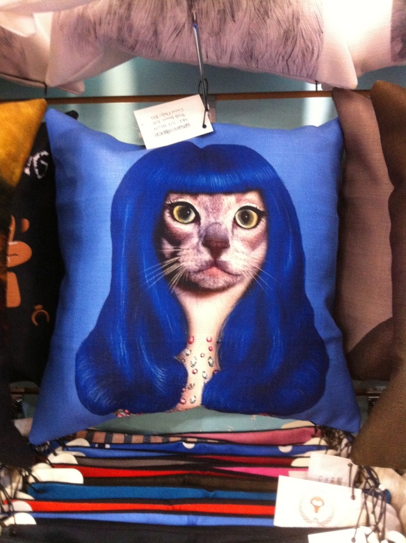cats, cats in wigs, glamor puss, Mumoo Pillows, Owl Monkeys, accessories for the home, throw pillows, Toronto, Blue Banana Market, Kensignton Market, Christmas Gifts, Holiday Gifts, shopping,